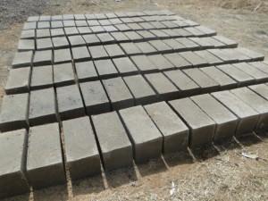 Briques pleines produites pour le sousbassement de  l'école de Kalagué
