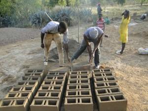 Construction des briques sur place