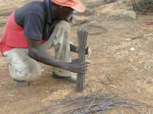 Ferailleur au chantier de construction de la nouvelle classe de Kalagué