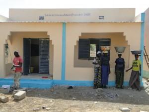 Les femmes de Kalague contemplent la nouvelle classe finie de Kalague