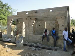Vue de la façade antérieure de la nouvelle classe de Kalagué le 7.12.2014