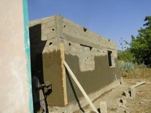 Vue latérale de la façade postérieure de la nouvelle classe de Kalagué le 7.12.2014 (2)