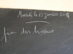 Le directeur de Kalagué mentionne la fin des travaux au tableau de la nouvelle classe