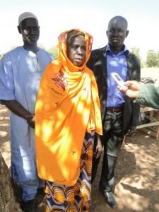 La représentante des femmes de Kalagué prononçant son discours de remerciements à l'endroit de 2AEFE et de SEM