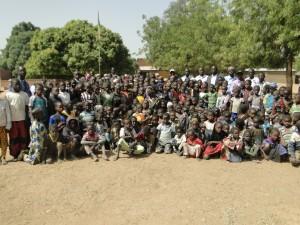 les élèves de Djoulafondo attendent leurs premiers courriers