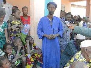 Représentant de la jeunesse de Kalagué prononçant son discours en langue bambara