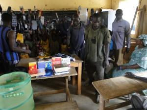 Autorités scolaires et élèves de Dogoro sont très contents des cadeaux offerts par SEM