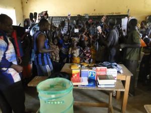 Les élèves de Dogoro se rejouissent des matériels scolaires offerts par Solidarité Enfants du Mande
