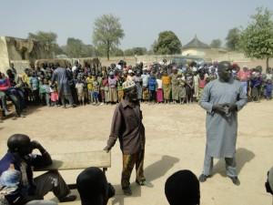 Le Président de 2AEFE tient son discours et félicite le village de Dogoro