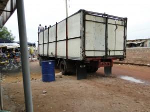 Camion de transport des équipements pour Dogoro