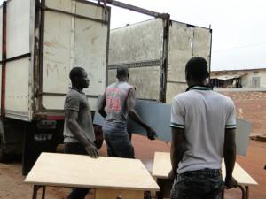 Chargement des équipements dans le camion pour Dogoro