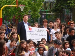 Une somme conséquente offerte à notre association grâce à la générosité de la communauté scolaire