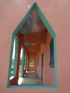 Vue sur la veranda des nouvelles salles de classes de Konkani