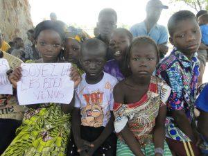 Les eleves de Krikrou souhaitent la bienvenue a 2AEFE et aux autorites scolaires de Siby et Kati